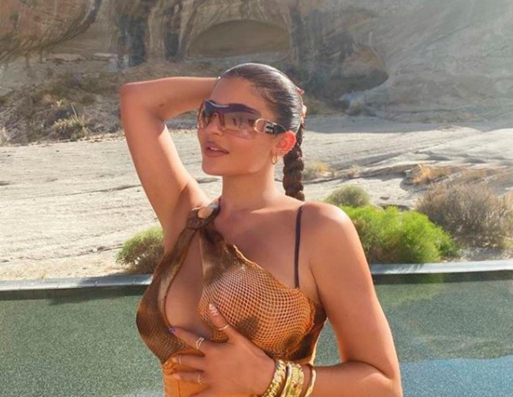 Desde hace ya una semana, Kylie, su hija y un grupo de amigos disfrutan de un 'escape' en el caro hotel que está cotizado en más de 80 mil pesos la noche. (INSTAGRAM)