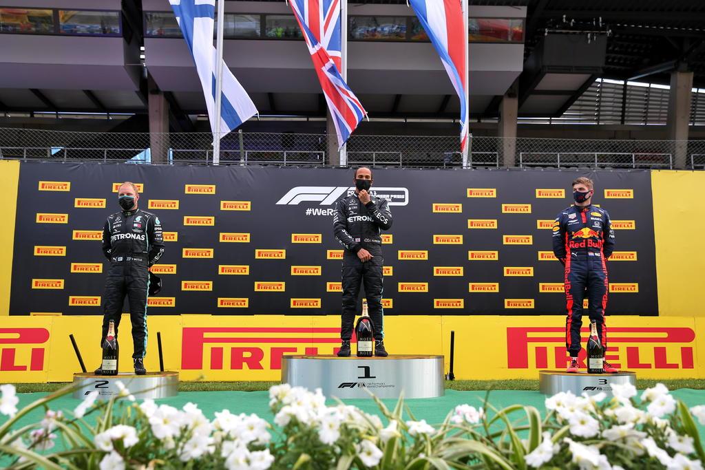 Lewis Hamilton dominó sin complicaciones el segundo Gran Premio de Estiria, para sumarse su primera victoria de la temporada 2020 de la Fórmula Uno. (EFE)