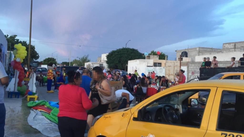 Pese a que el número de contagios por COVID-19 y de defunciones por esta enfermedad va en aumento en Torreón, una parte de la ciudadanía continúa realizando fiestas y reuniones masivas en la ciudad, práctica que contraviene a las disposiciones sanitarias para evitar la propagación y el contagio del virus SARS-CoV-2. (ANGÉLICA SANDOVAL)