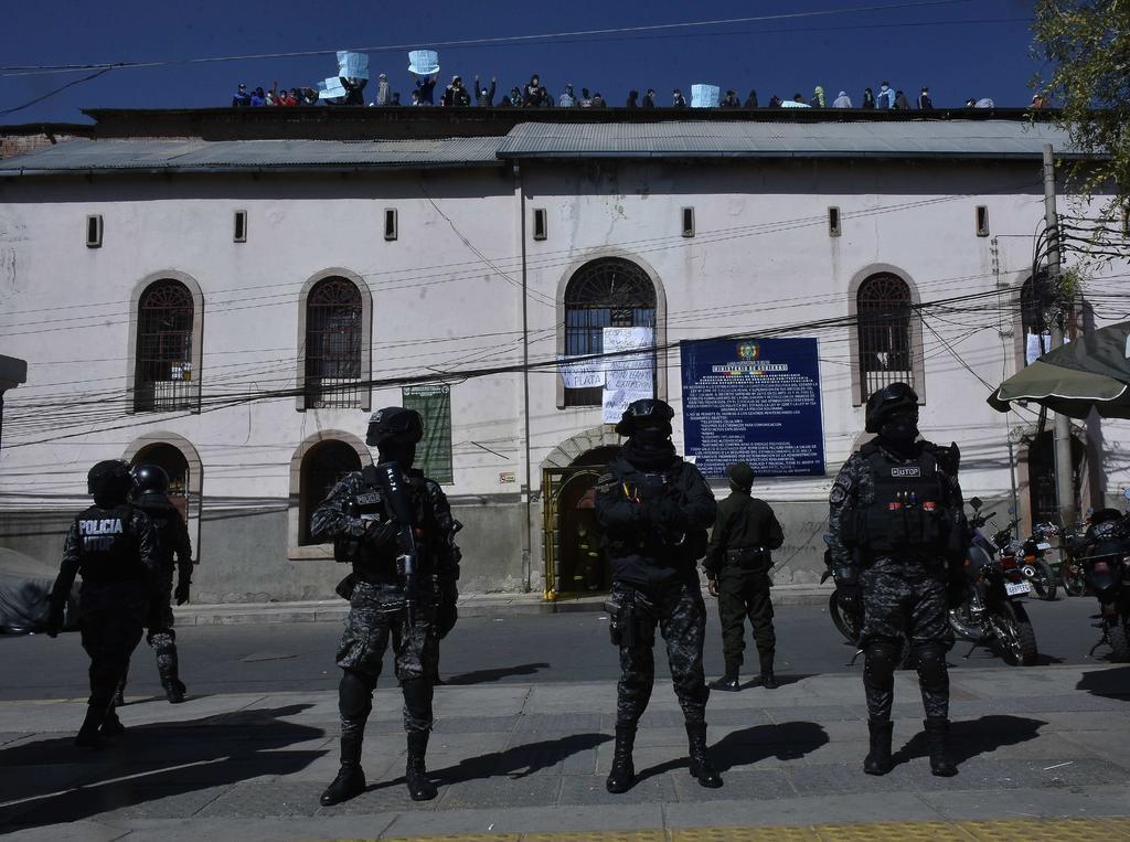 En Bolivia existen 48 cárceles donde se tiene una población de más de 18,000 prisioneros.