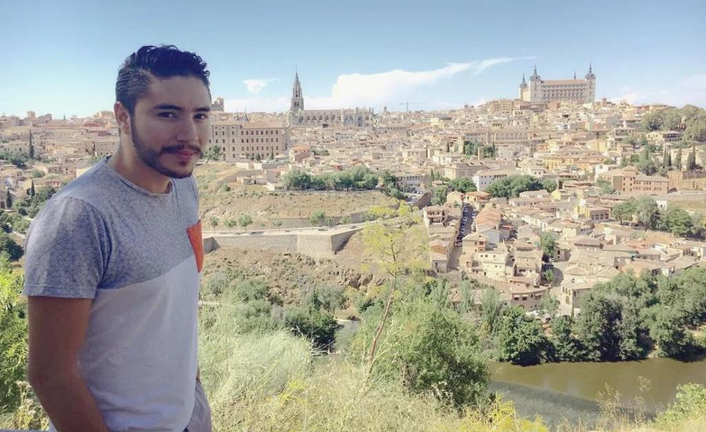 El mexicano Ruén Roguez, mejor conocido como Ruensito, vive en Beirut, la capital libanesa, hace poco más de un año. Hoy, afirma, su corazón está  roto .  (ESPECIAL)