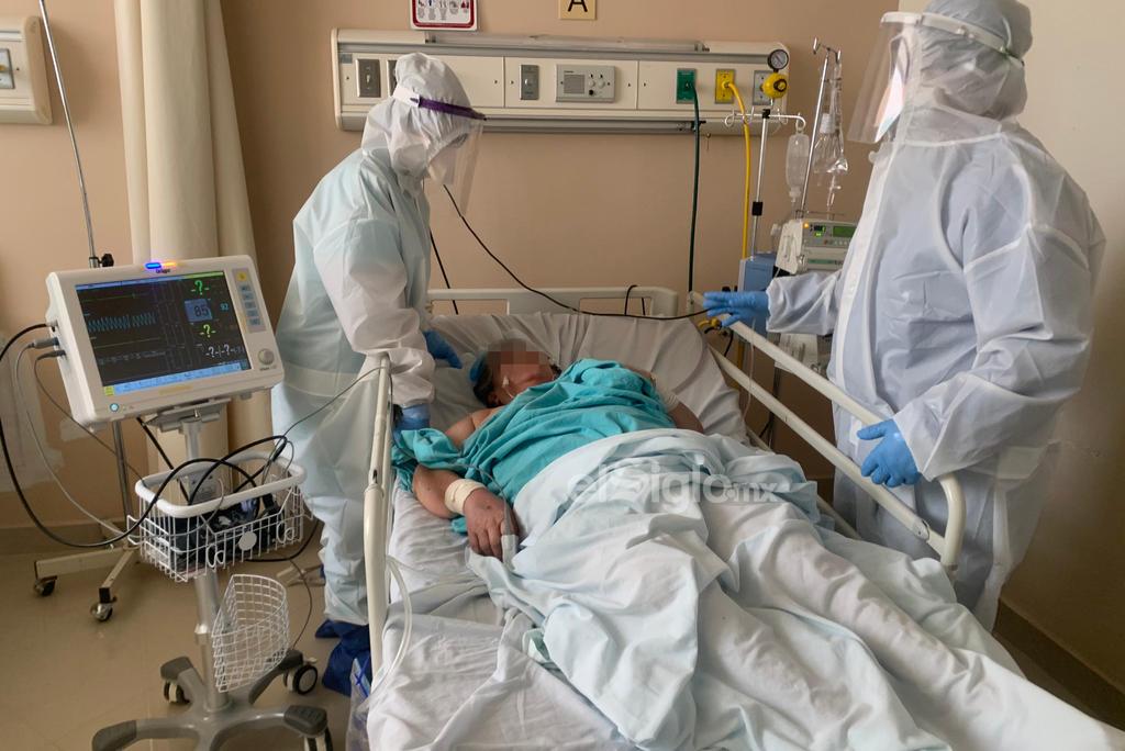 El Hospital General de Torreón ha llegado a tener hasta 39 camas de COVID ocupadas. Actualmente tienen 37 pacientes internados por COVID-19 y todo el personal que labora aquí coinciden en que el virus es algo muy real. (ÉRICK SOTOMAYOR)