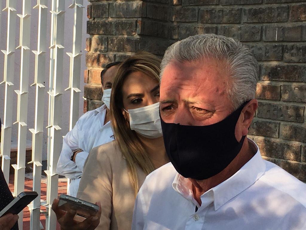 Destacó el alcalde que están trabajando mediante los llamados vectores de la Dirección de Salud Municipal para fumigar la mayor cantidad de espacios posible. (FERNANDO COMPEÁN)