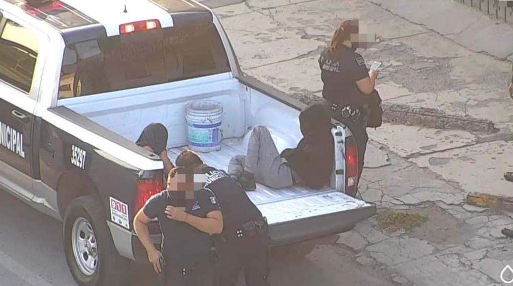 Después de una persecución son arrestados dos presuntos ladrones de viviendas en Torreón.