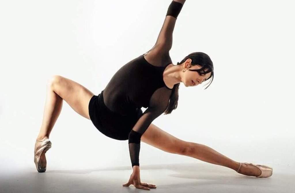 Preparación. La joven bailarina se ha formado más en un estilo estadounidense que le abre las puertas a escenarios internacionales.
