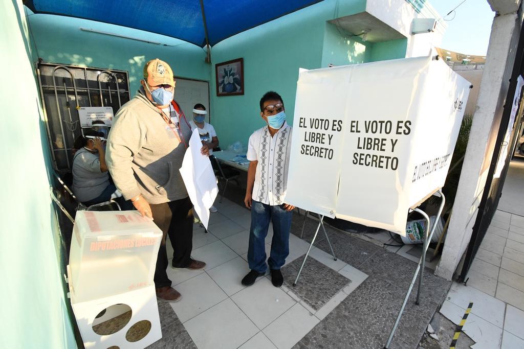 Seis partidos políticos, tres nacionales y tres locales, perdieron su registro al no alcanzar la votación mínima del 3% en las elecciones de diputados locales del domingo 18 de octubre pasado en Coahuila. (ARCHIVO)