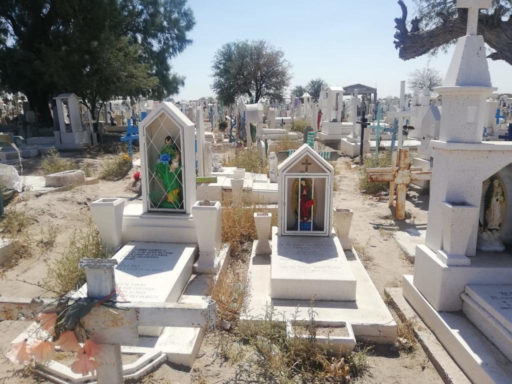Culminaron los trabajos de limpieza en los cinco panteones del municipio de Francisco I. Madero y se dio a conocer que fueron alrededor de 8 toneladas de basura los que se recolectaron. (MARY VÁZQUEZ)