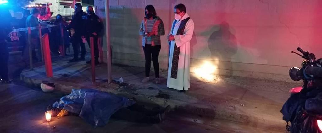 El accidente sucedió alrededor de las 20:30 horas del viernes sobre la avenida Paseo Central y Calle del Serafín del fraccionamiento La Fuente de Torreón. (EL SIGLO DE TORREÓN)