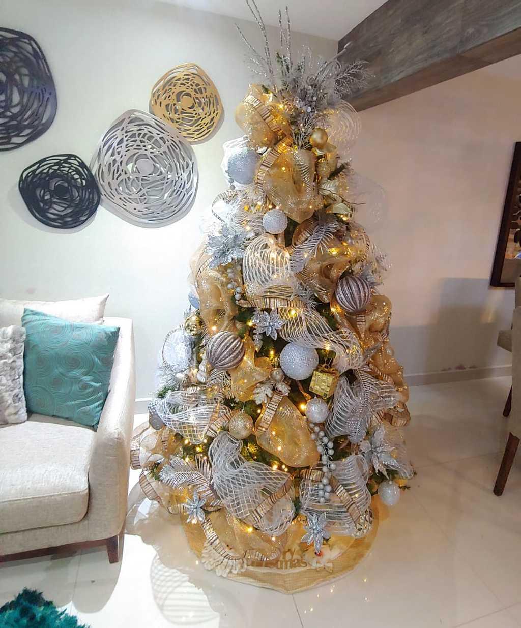 El decorador lagunero, Óscar Díaz Borroel, explicó que las tendencias para este año son: Navidad clásica, nórdica, metal y fantasía. (CORTESÍA)