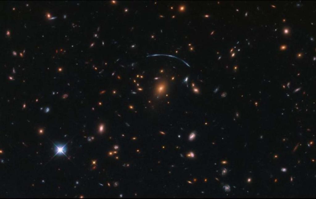 Científicos australianos elaboraron gracias a un poderoso telescopio un mapa del universo que contiene tres millones de galaxias, algunas de ellas jamás vistas, en 300 horas, un tiempo récord, informaron las autoridades. (CORTESÍA)