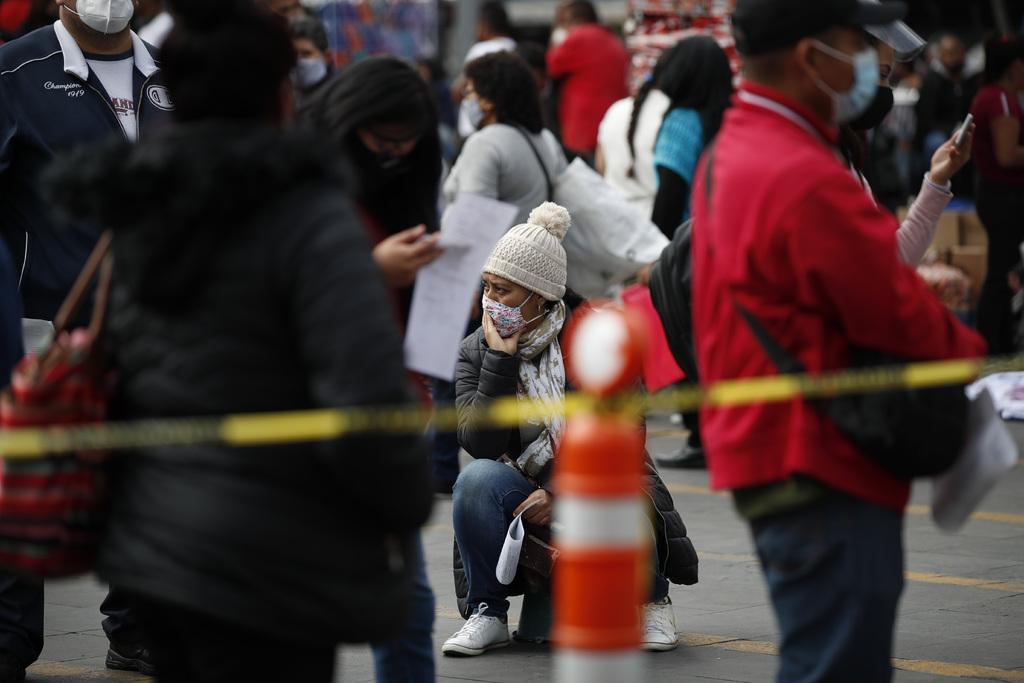 En el panorama nacional, la Ssa informó que México sumó 12 mil 127 nuevos casos, por lo que se contabilizan un millón 156 mil 770. (AP)
