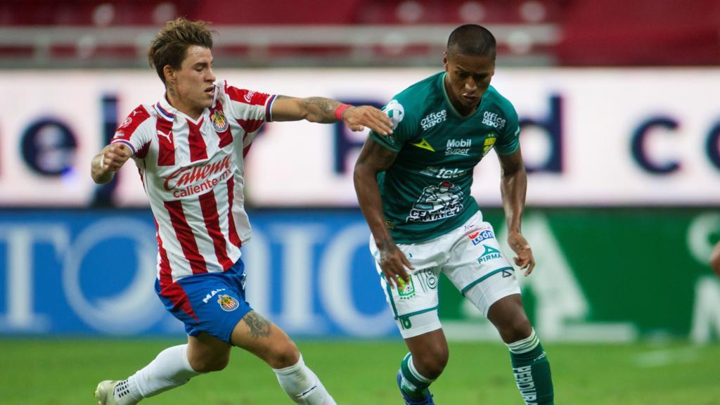 El portero de León, Rodolfo Cota, ha recibido el apoyo de su directiva, tras la polémica que se generó por su actuación en el juego de ida. (ESPECIAL)