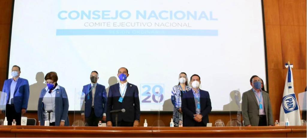 En medio de una decena de reclamos por una posible gran alianza opositora a Morena sin identidad, el Consejo Nacional del PAN aprobó aliarse con el PRI y el PRD en aproximadamente 130 de los 300 distritos electorales para la renovación de la Cámara de Diputados en el 2021. (ESPECIAL)