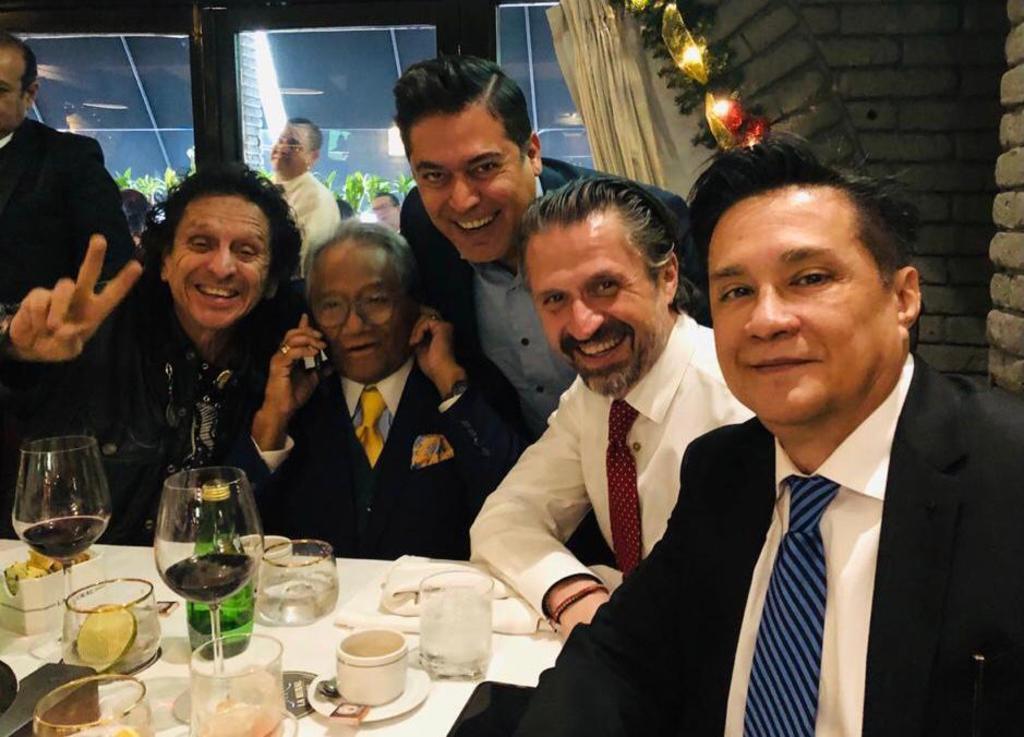 Del recuerdo. Los laguneros Carlos Lara y Bruno Danzza se reunieron hace tiempo con Alex Lora, Aureo Baqueiro y el fallecido Armando Manzanero.