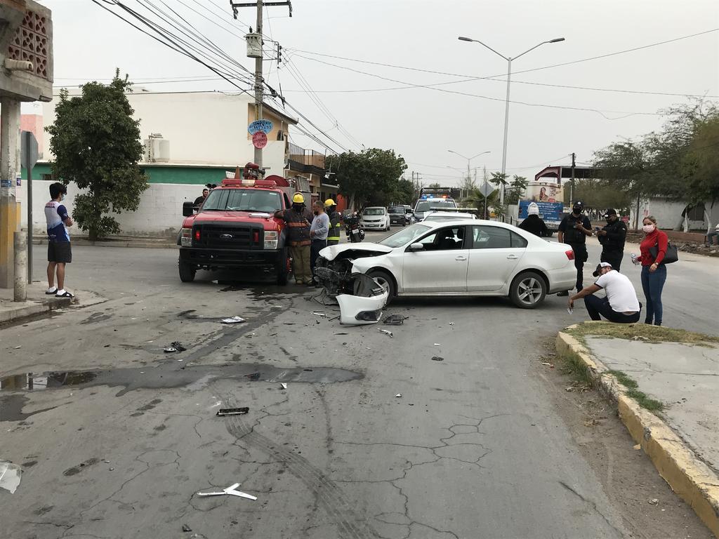 La tarde de este miércoles se registró un aparatoso accidente vial en la colonia La Fuente de la ciudad de Torreón, uno de los vehículos involucrados derribó un medidor de gas y provocó una fuga. (EL SIGLO DE TORREÓN)