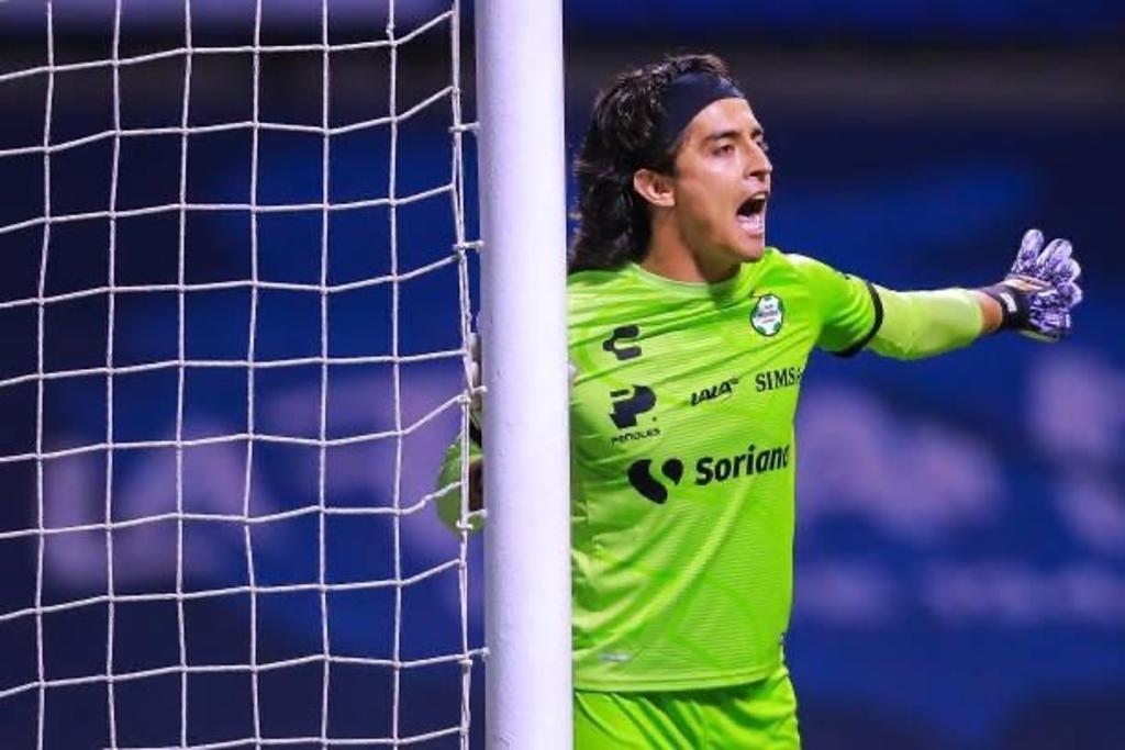 Fungiendo como capitán y en plan de figura, el lagunero Carlos Acevedo buscará mantener su portería intacta por tercer partido consecutivo. (Instagram @carlos_al1)