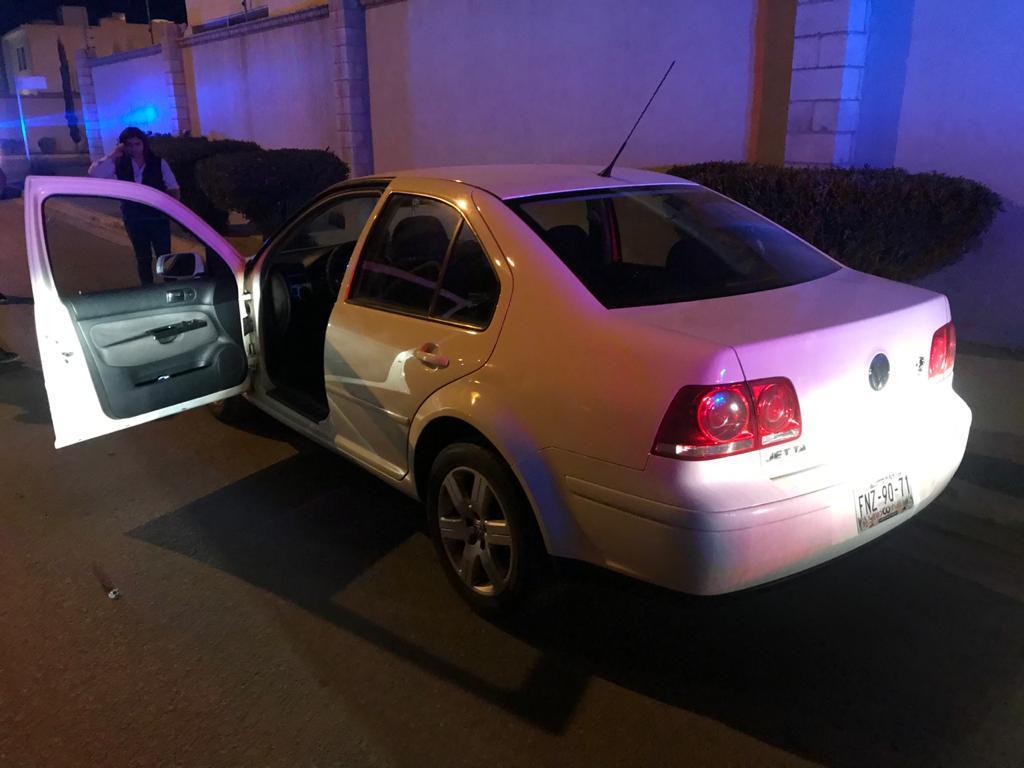 El automóvil señalado como responsable es un Volkswagen Jetta, color blanco, modelo 2008, el cual era conducido por una femenina de 28 años de edad que se identificó como Flor. (EL SIGLO DE TORREÓN)