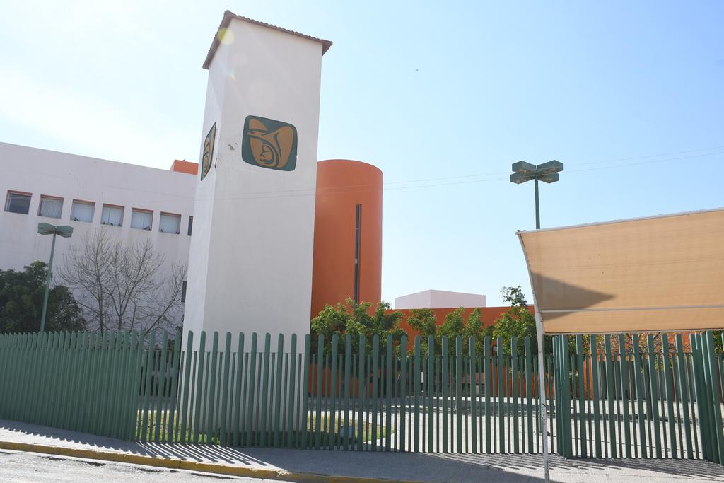 El menor de edad perdió la vida mientras recibía atención médica en la Clínica 51 del Instituto Mexicano del Seguro Social. (EL SIGLO DE TORREÓN)