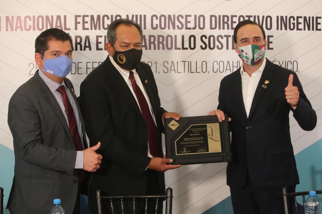 Manolo Jiménez reiteró su apoyo y solidaridad al Colegio de Ingenieros Civiles de Saltillo, que celebra su 40 aniversario.