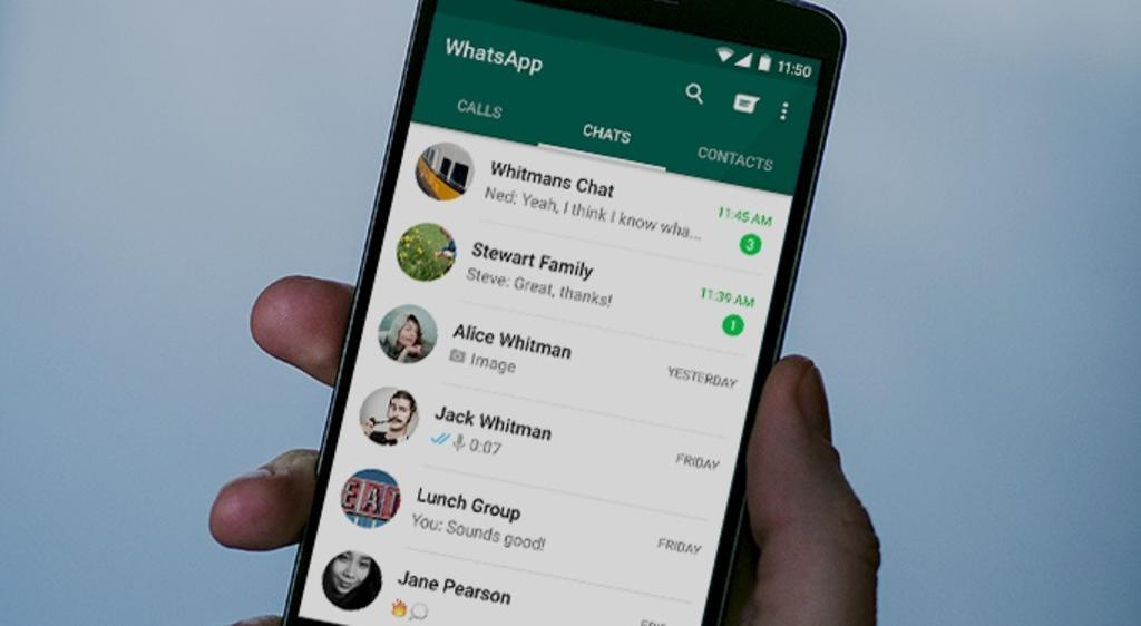 Seguramente ha recibido uno o varios mensajes de WhatsApp escritos con muchos emojis y te has preguntado cómo alguien envía estos mensajes tan bien, la respuesta es que tu emisor no hace el texto de forma manual, sino que existen aplicaciones que ayudan para el envío de este tipo de mensajes. (ESPECIAL)