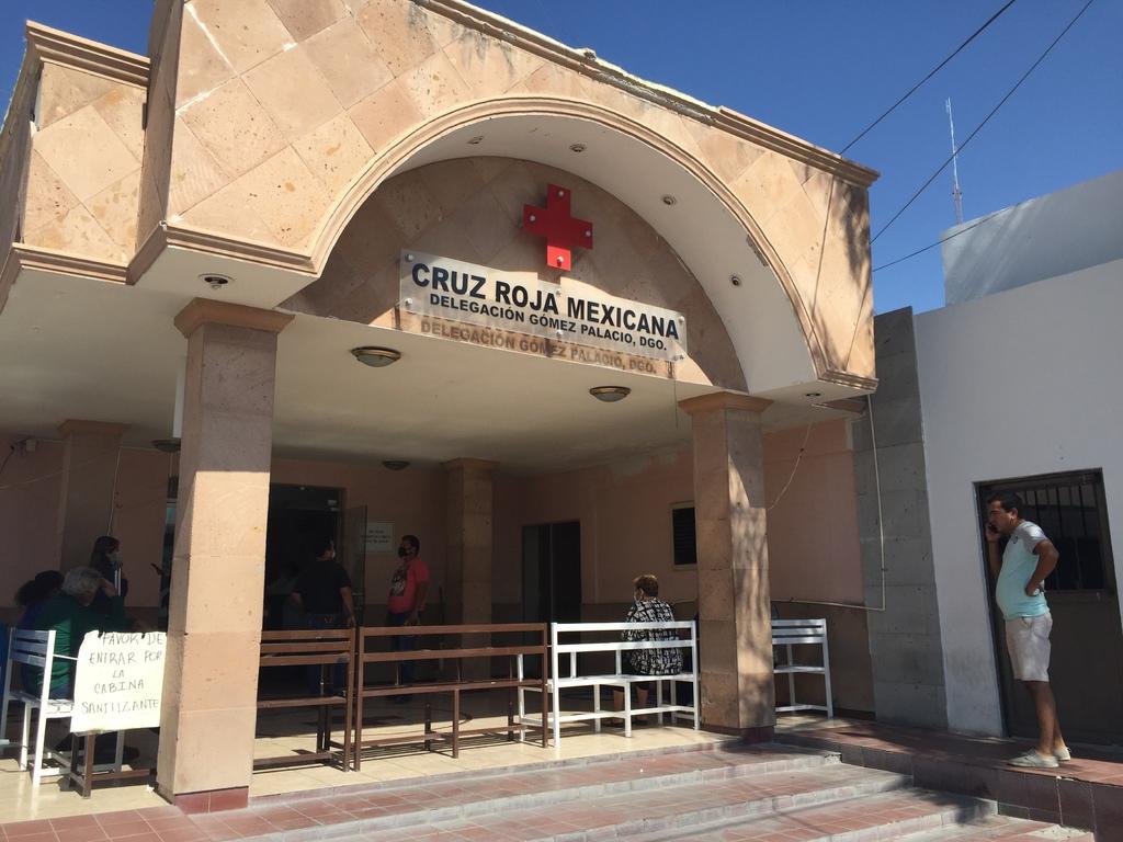 A bordo de un vehículo particular, Francisco fue trasladado a las instalaciones de la Cruz Roja de Gómez Palacio.