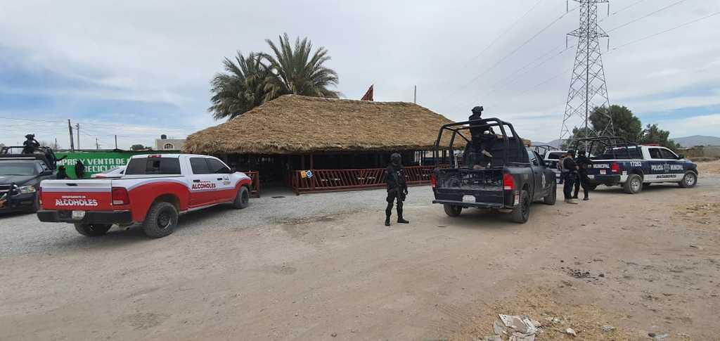 La clausura del restaurante, ubicado en Matamoros, ocurrió la tarde de ayer miércoles a las 14:20 horas. (EL SIGLO DE TORREÓN)