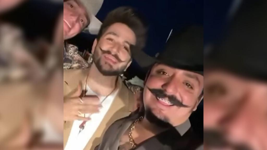 El cantante colombiano Camilo, conocido por sus éxitos Ropa cara y Vida de rico, estuvo en Coahuila grabando el video Tuyo y mío, rola que viene en el nuevo disco del artista y que interpreta junto a los laguneros Los Dos Carnales. (ESPECIAL)