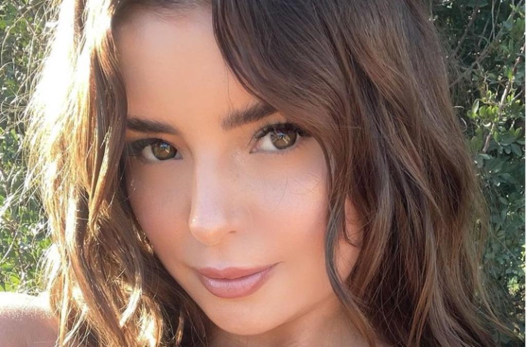 La modelo de 25 años se vuelve una sensación en redes sociales con su belleza (@DEMIROSE)