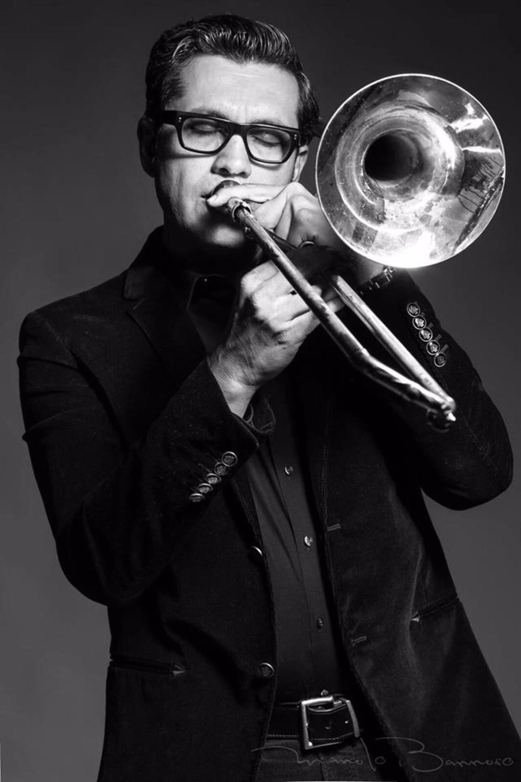 Carrera. Desde 1993, el músico tamaulipeco forma parte de la orquesta de Luis Miguel y actualmente se concentra en consolidarse como compositor.