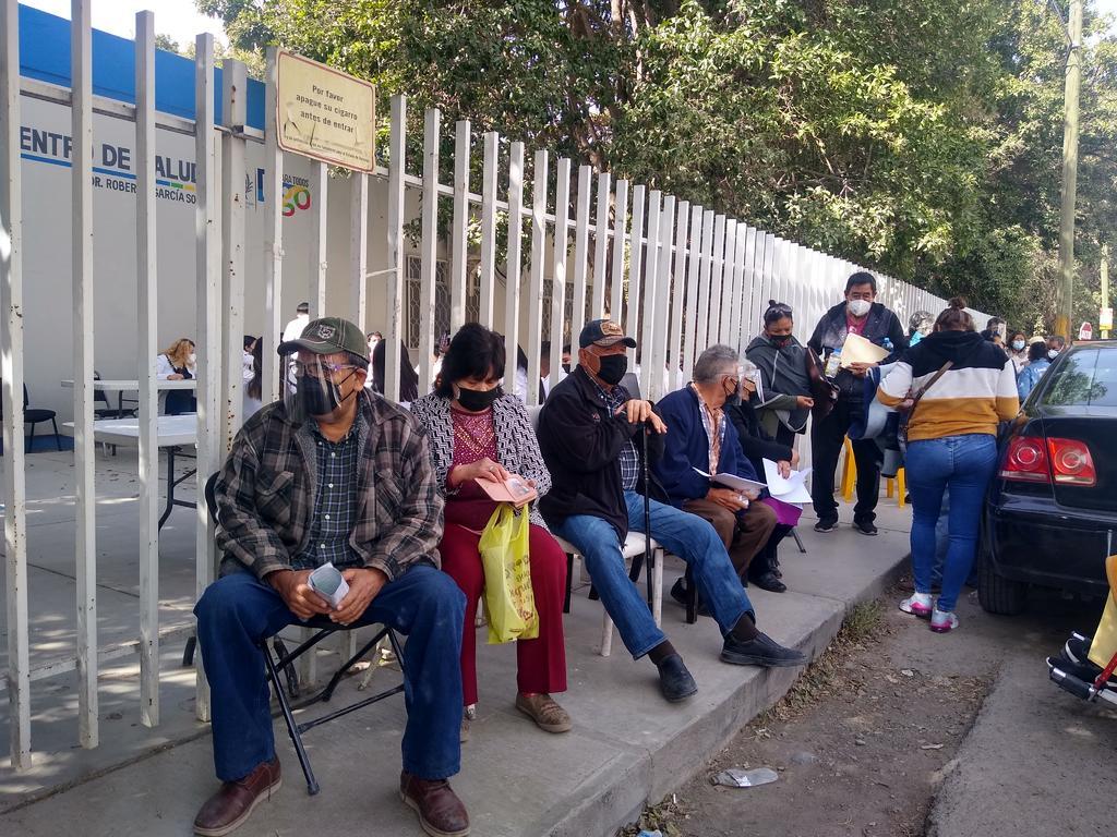 Por ejemplo en el módulo ubicado en la clínica 11 del Instituto Mexicano del Seguro Social (IMSS) el biológico ya se había agotado para las 11:30 de la mañana de este lunes. (ARCHIVO)