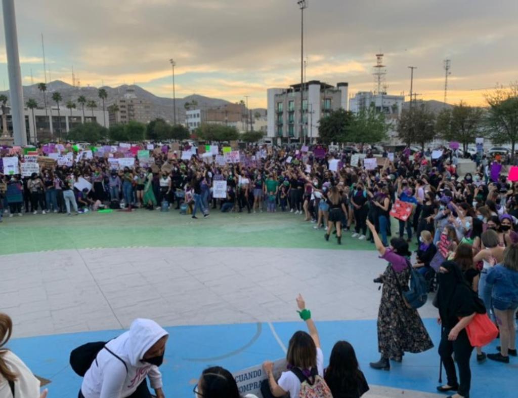 Esta tarde la Comarca Lagunera se sumó al movimiento nacional para conmemorar el Día Internacional de la Mujer con un evento totalmente separatista en la Plaza Mayor de Torreón. (Especial)
