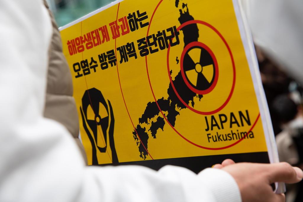 El Gobierno de Japón decidió este martes que se verterá al Pacífico el agua contaminada que se almacena en la accidentada central nuclear de Fukushima, tras tratarla para retirar la mayor parte de los elementos radiactivos. (EFE)