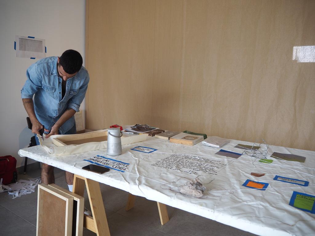 Emergente. El artista lagunero Gabriel Sánchez Mejorada prepara la obra que incluirá en su próxima muestra.