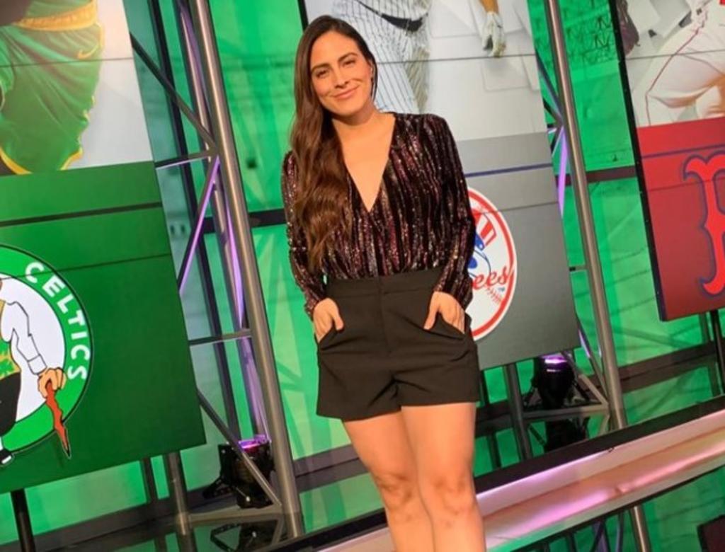 La talentosa periodista de deportes, Valeria Marín, tomó sus redes sociales para posar orgullosa junto a su celulitis y 'juanetes' para generar conciencia sobre el amor propio y la aceptación. (Especial)