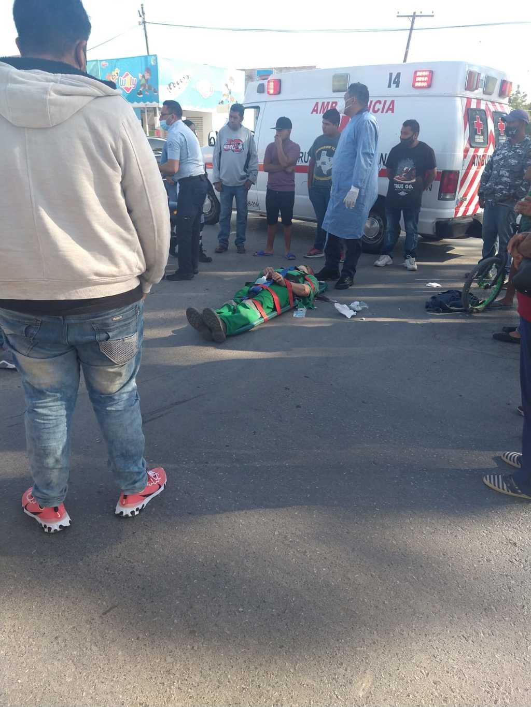 Paramédicos de la Cruz Roja arribaron al lugar para atender al lesionado y llevarlo a un hospital de la ciudad de Torreón.