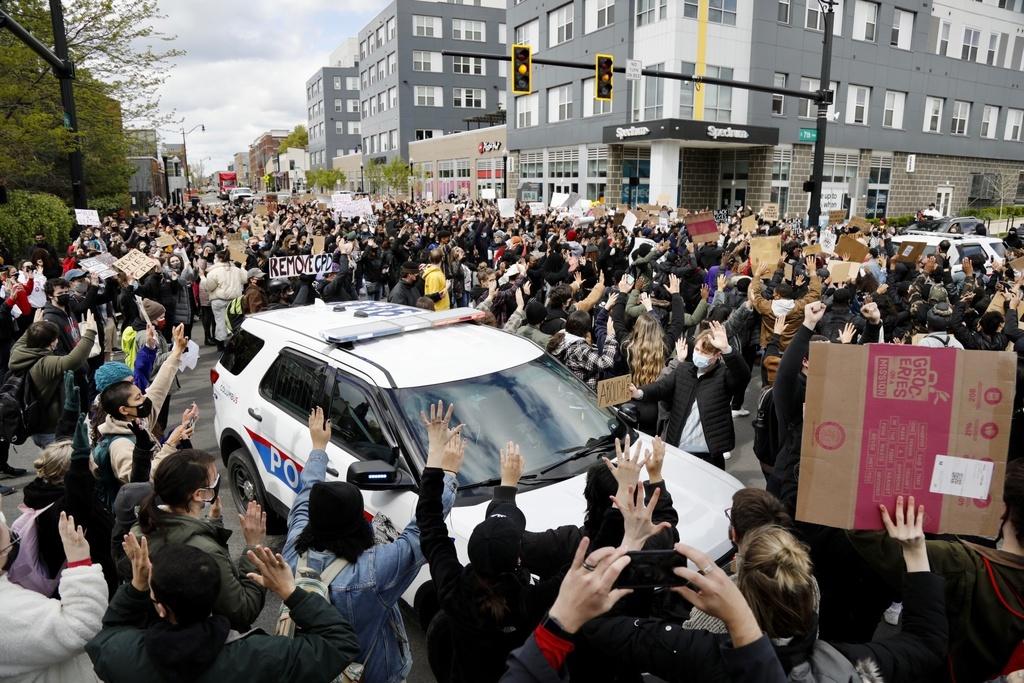 La muerte de una adolescente negra a causa de los disparos hechos por un policía ha empañado el veredicto contra Derek Chauvin. (AP)