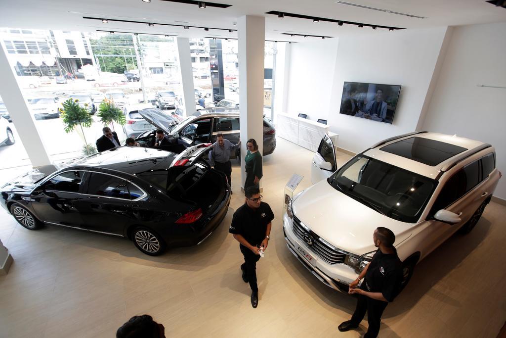 El sector automotriz reconoce que aún existe riesgo para la economía tanto a nivel interno como externo. (ARCHIVO)