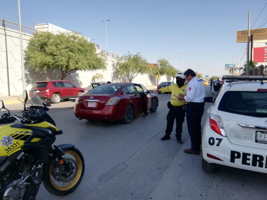 Los hechos ocurrieron cerca de las 8:45 horas sobre los carriles laterales del Periférico Raúl López Sánchez, con orientación hacia la ciudad de Gómez Palacio, a la altura de la carretera a Santa Fe. (EL SIGLO DE TORREÓN)