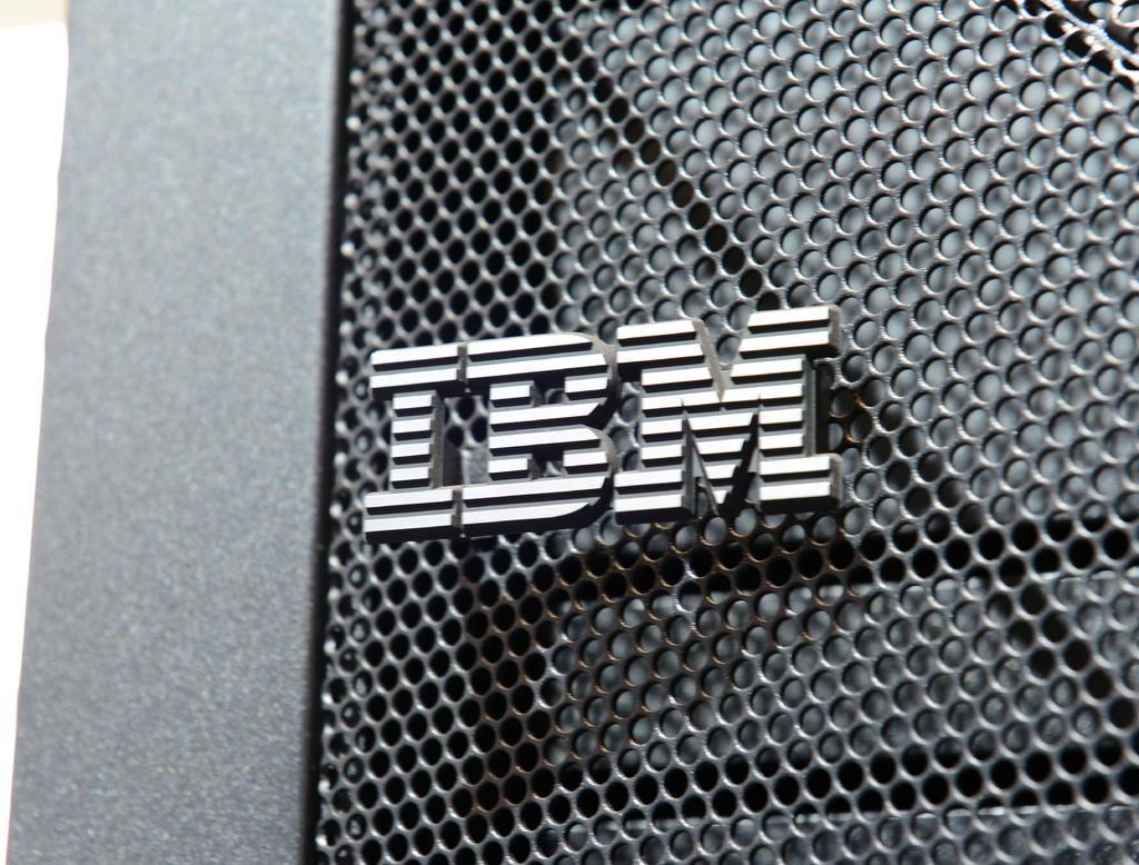 La multinacional estadounidense IBM ha presentado su chip con tecnología de 2 nanómetros, con el que se impulsará el progreso y la eficacia de los dispositivos. Alguno de sus potenciales beneficios podría alargar la duración de las baterías de los teléfonos, que se cargarían cada cuatro días. (ESPECIAL)