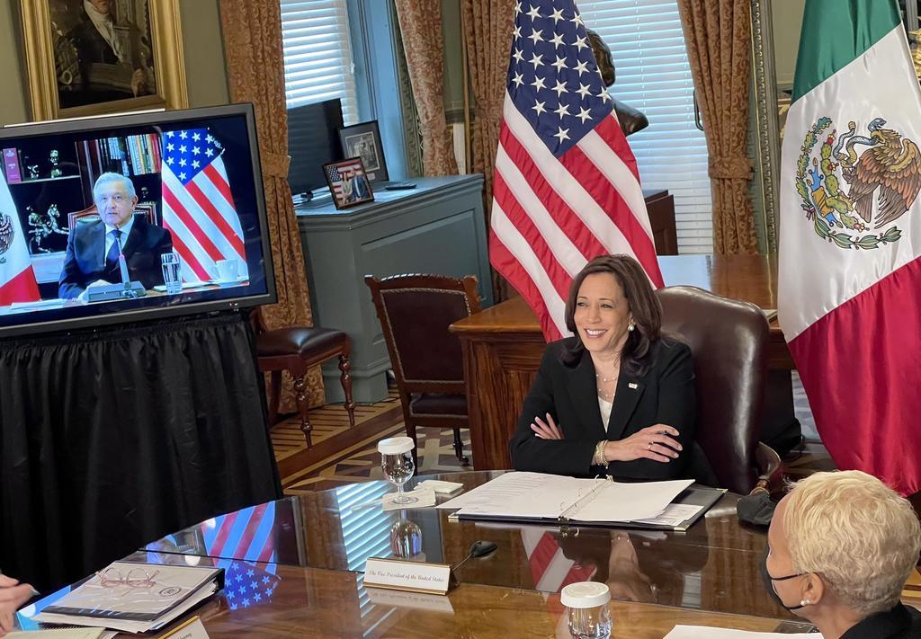 Presidente de México y vicepresidenta de EUA dialogan sobre migración como tema central. (TWITTER)