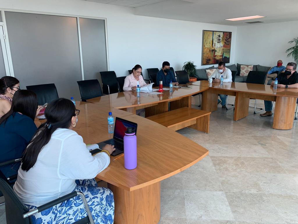 Al final los ediles de mayoría opositora aprobaron por realizar un nuevo citarorio para la tesorera Mayela Ramírez, además de aprobaron que se pida al contralor un informe ante el pleno del Cabildo en las próximas semanas. (EL SIGLO DE TORREÓN)