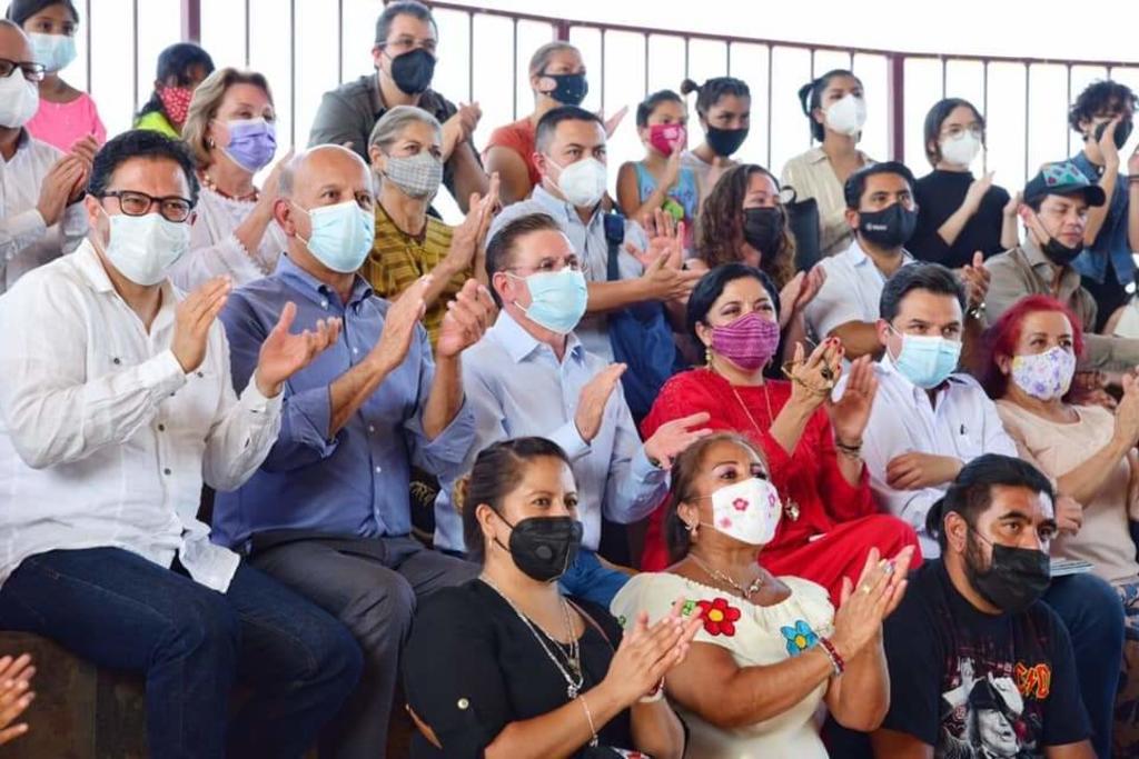 """Ferrer explicó que, """"porque este hospital tiene 32 especialidades y teníamos 450 trabajadores de la salud y vamos aumentar 250 trabajadores más"""". (EL SIGLO DE TORREÓN)"""