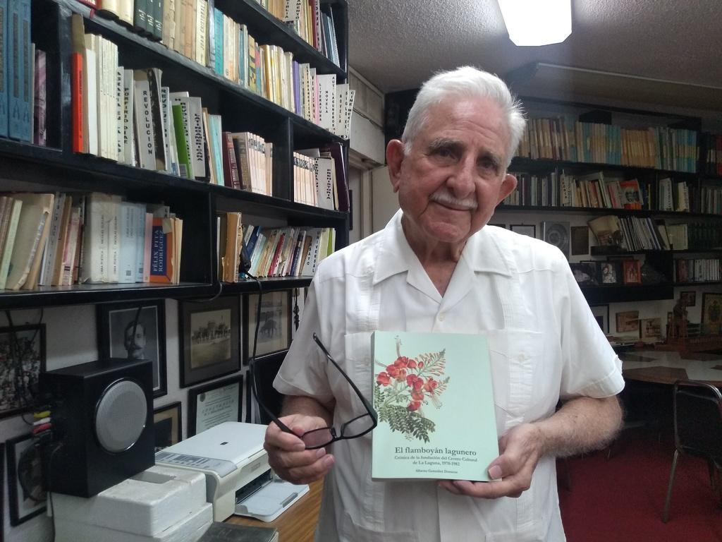 Autor. En su libro, Alberto González Domene ha plasmado memorias, datos, anécdotas y nombres de gestores culturales laguneros.