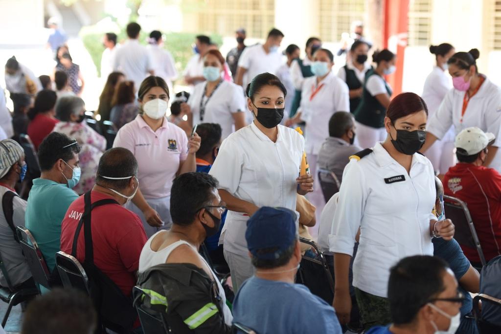 Distintos municipios de Coahuila ya están vacunando al grupo de población de entre 40 y 49 años. (ARCHIVO)