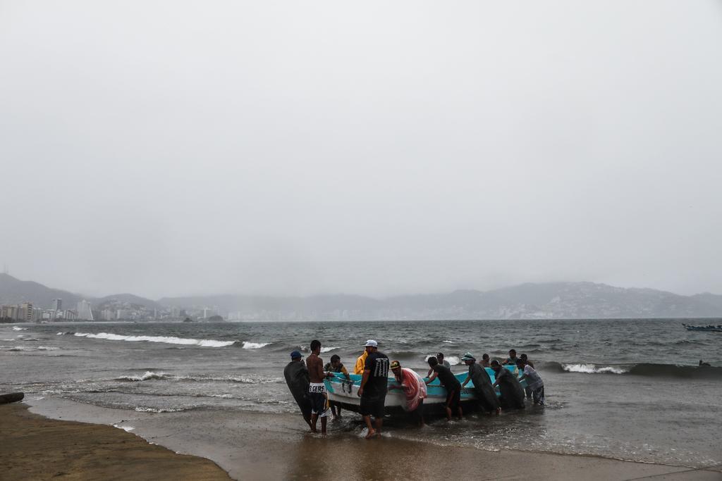 La dependencia expuso que el centro del ciclón se localizó en tierra muy cerca de la Bahía de San Telmo, 4 kilómetros al noroeste de San Juan Aldama, Michoacán, y 75 kilómetros al sureste de Manzanillo, Colima, uno de los puertos más importantes de México. (EFE)