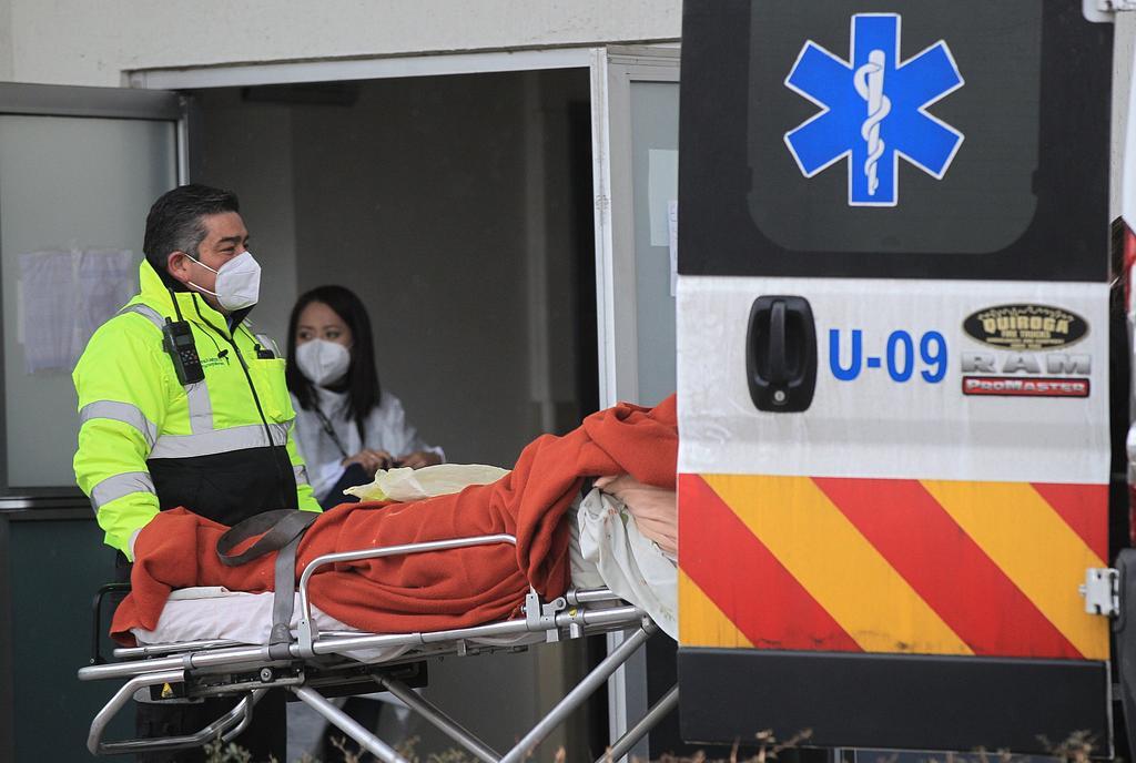 El Gobierno mexicano reportó 192 muertes por el COVID-19 en la última jornada, con lo que llegó a un total de 231,151 decesos en medio de un repunte de casos, informó este sábado la Secretaría de Salud (SSa) en su informe técnico diario. (ARCHIVO)
