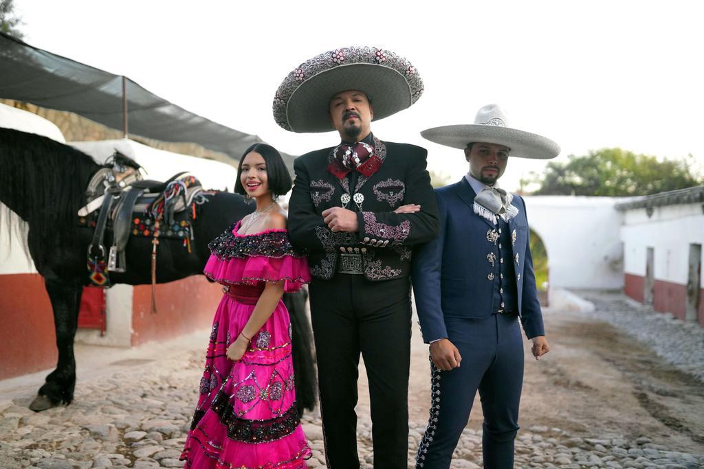 Buscan fomentar las tradiciones mexicanas; la cantante anuncia su nuevo sencillo.