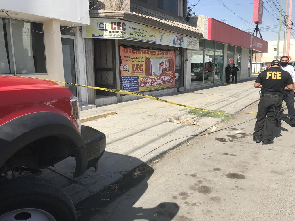El hallazgo ocurrió cerca de las 10:20 de la mañana de este sábado en el número 22-A oriente de la avenida Hidalgo, a unos metros de la calzada Colón. (EL SIGLO DE TORREÓN)