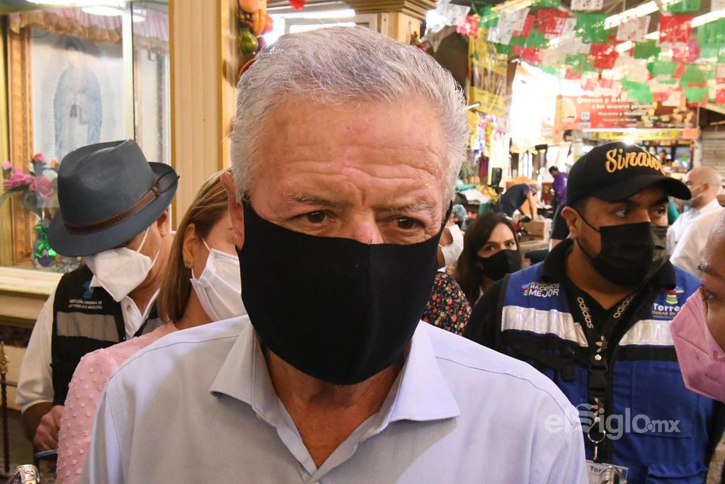 """El alcalde de Torreón, Jorge Zermeño, afirmó que pese a que el país se enfrenta a una tercera ola de contagios del COVID-19 y que en algunas entidades han tomado diversas restricciones sobre la actividad comercial, las autoridades locales no apostarán a la persecución y sanción de quienes integran los sectores productivos, en su lugar destacó la actitud de los torreonenses, de quienes dijo son """"gente trabajadora"""" que en lo general atiende las determinaciones en materia sanitaria."""