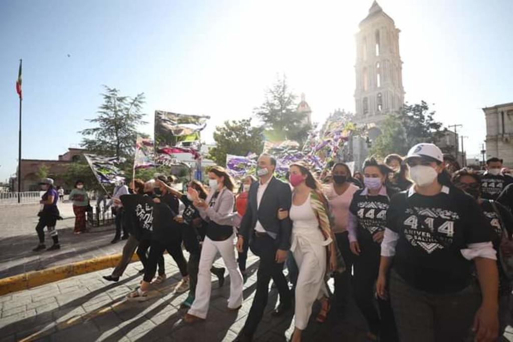 El alcalde Manolo Jiménez Salinas encabezó esta mañana la celebración del 444 aniversario de la capital en el Parque Mirador de Saltillo.